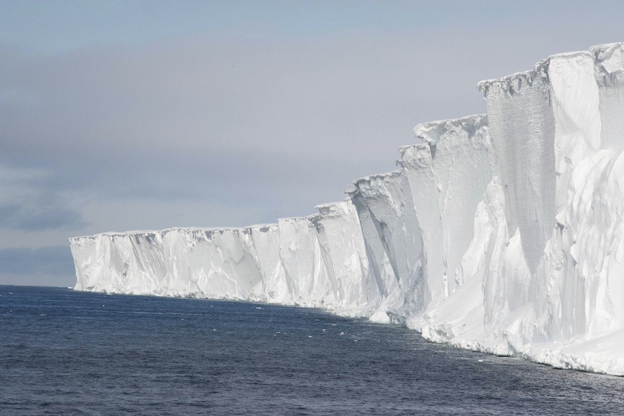 M/V Ortelius: Ross Sea Including Helicopters