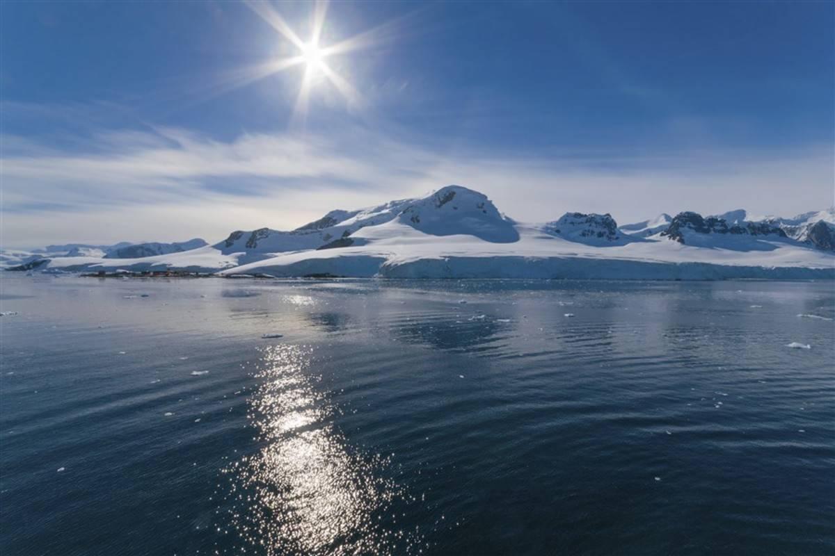 Ocean Nova: Antarctica Classic Fly/Cruise