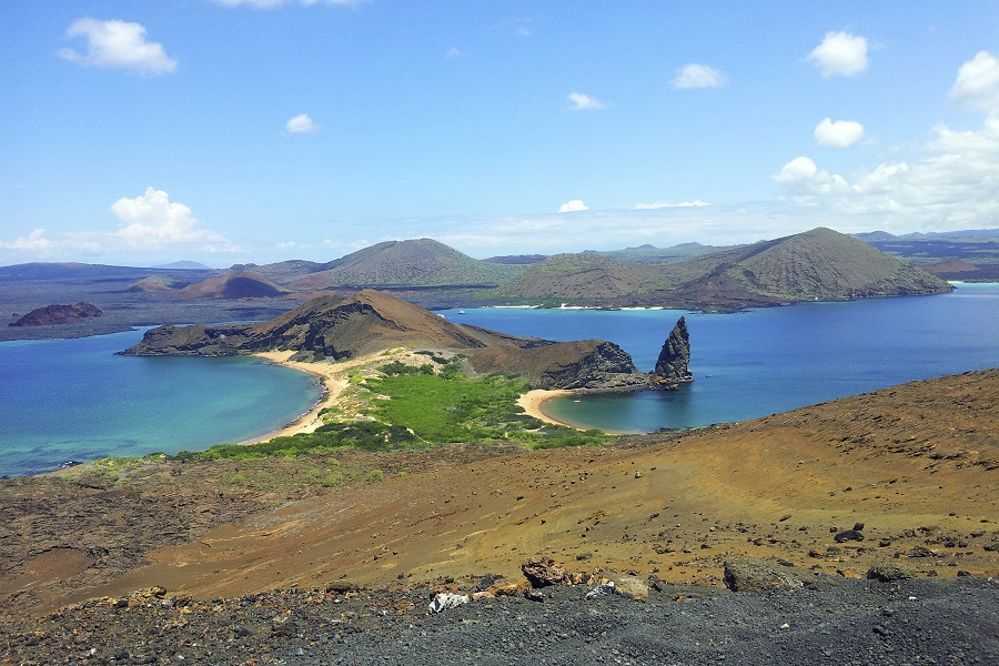 Grand Queen Beatriz: Central Galapagos Islands