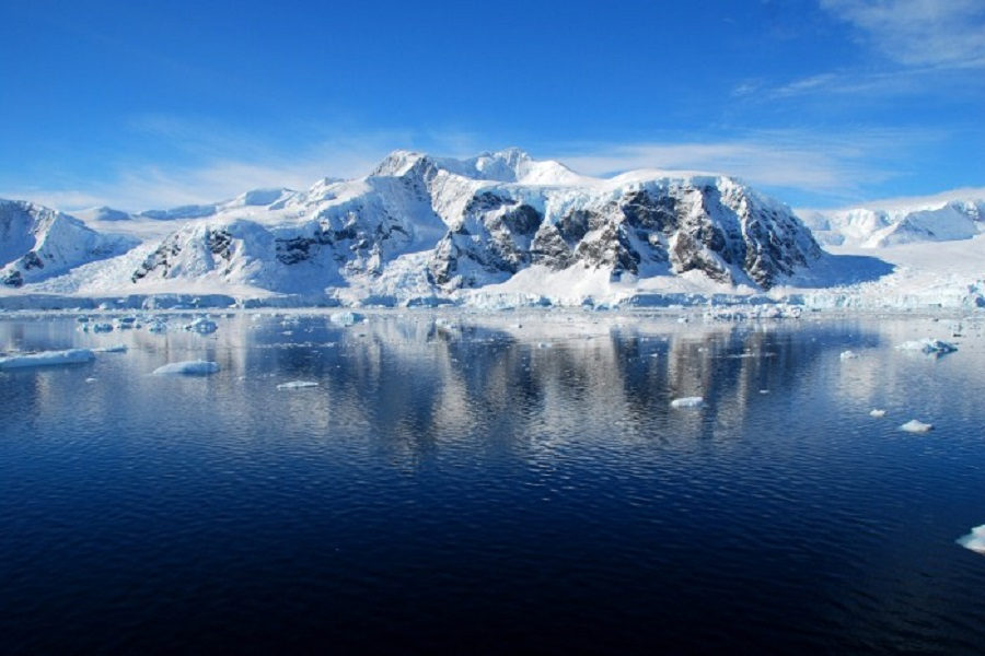 RCGS Resolute: Quest for the Antarctic Circle