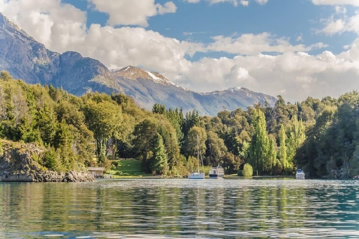 Classic Lakes Crossing
