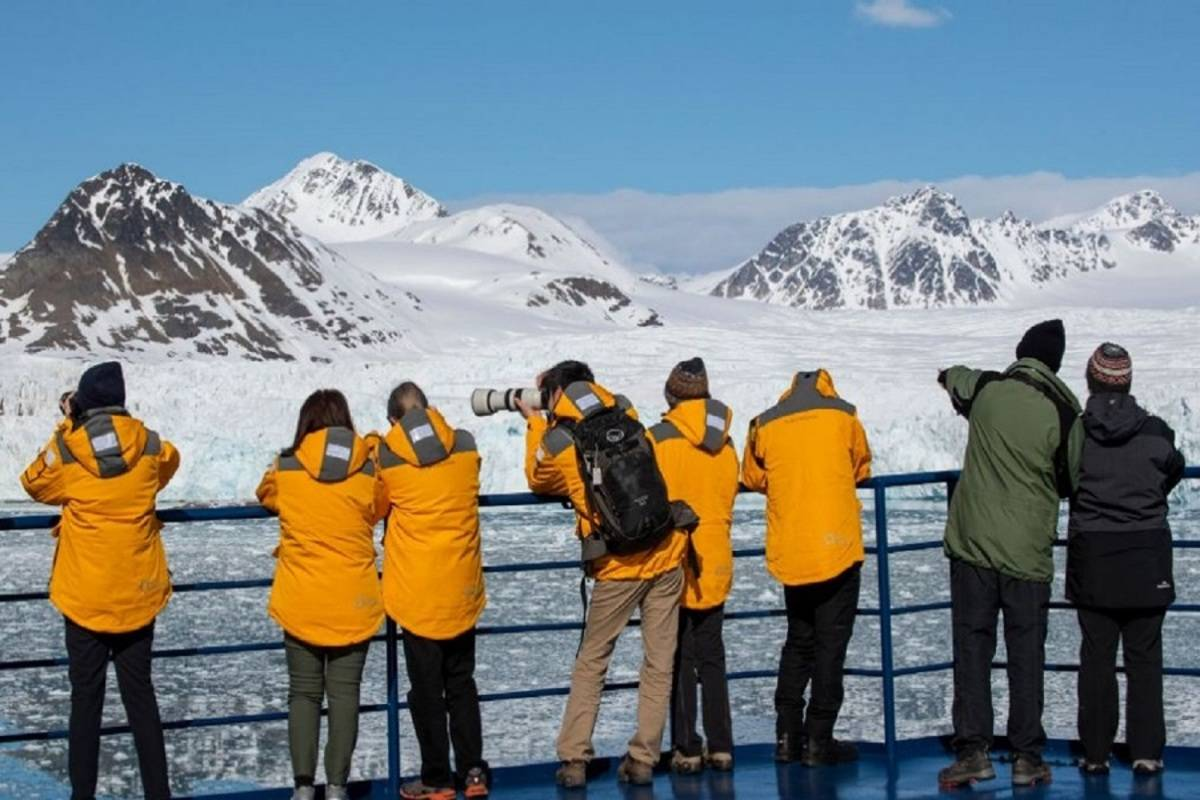 Introduction to Spitsbergen - Fjords, Glaciers and Wildlife