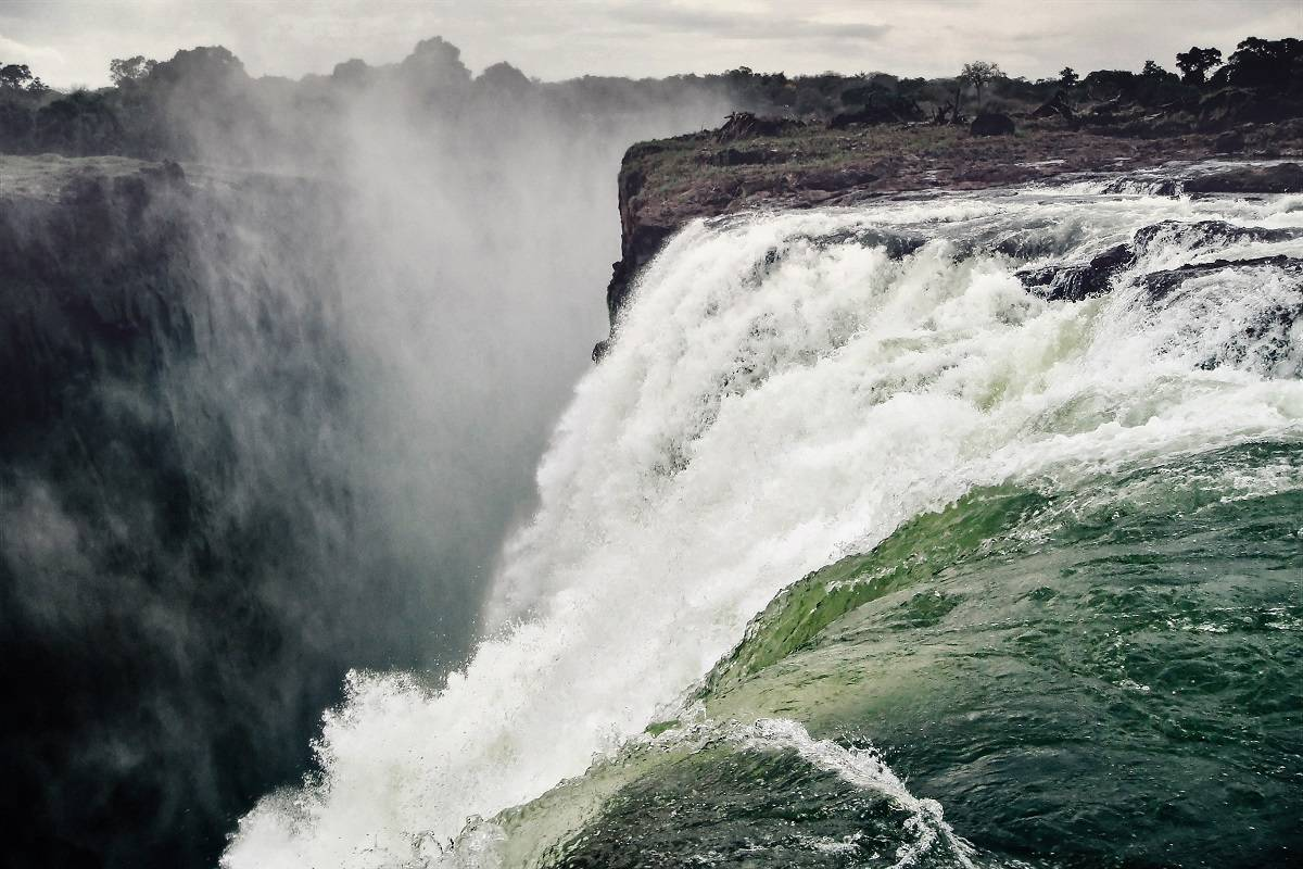 Essential Zambia: Wildlife & Waterfalls